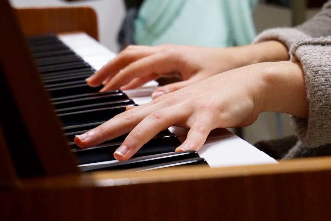 piano_hands_2